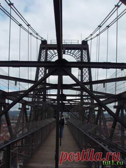 «Бискайский мост — одно из уникальнейших сооружений Испании, на вид простое и лишенное всяческих украшений. Данный образец необычной архитектуры находится на севере Испании, в провинции Бискайя. » — карточка пользователя tania.g2018 в Яндекс.Коллекциях
