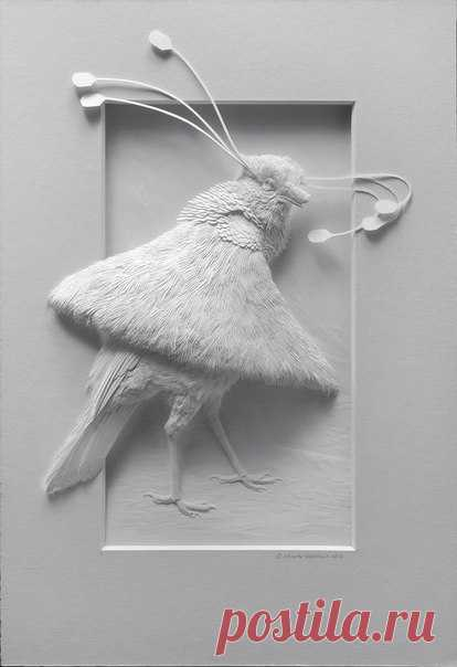 The artist-sculptor and the master of paper art Calvin Nichols (Calvin Nicholls) thinly feels a side between 2D and 3D