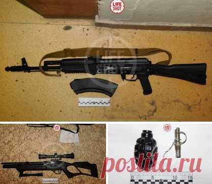 Те самые автомат, винтовка и граната — арсенал, который полицейские изъяли у