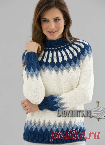 Вязаный спицами классический свитер с красивым скандинавским узором на круглой кокетке.