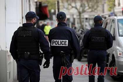 Сатанист убил и обезглавил ребенка во Франции. В коммуне Тараскон на юго-востоке Франции местная полиция нашла расчлененное тело 13-летнего ребенка. Останки мальчика обнаружили в квартире в центре города. По данным правоохранительных органов, ребенка убил и обезглавил 32-летний сосед с психическим расстройством. Ранее преступника уже привлекали к ответственности.