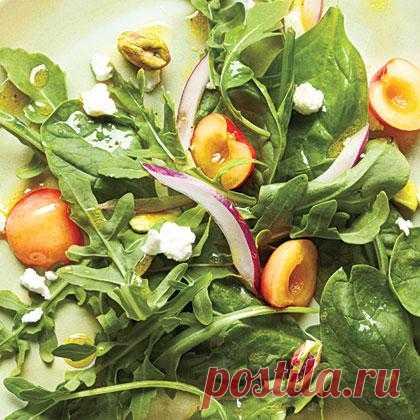 InVkus: Салат из черешни, козьего сыра и фисташек