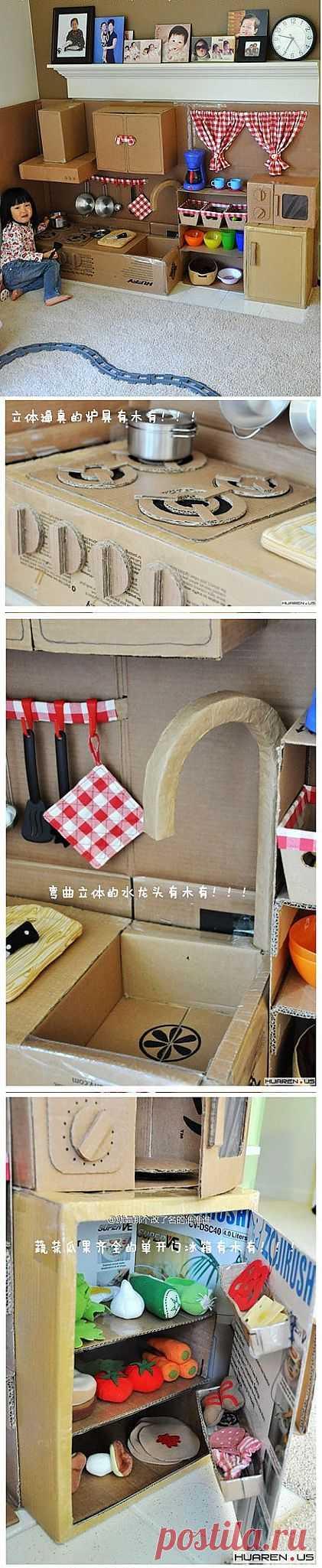Игрушечная кухонька из картонных коробок.
