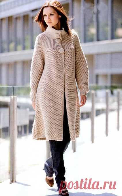 Бежевое пальто «Городская амазонка» спицами до 58 размера – схема вязания с описанием — Пошивчик одежды