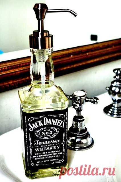 La aplicación insólita de la botella para whisky. ¡Ponemos simplemente el dosificador - y el contenedor original para el jabón líquido es preparado! ¡Alegrará en la casa de campo y en casa!