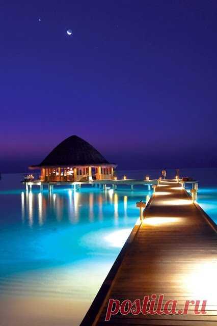 ¡Por la noche las islas Maldivas son no hermosas que el día!