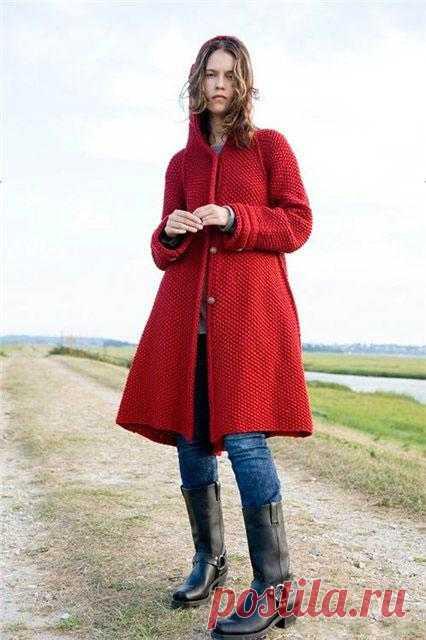 Красное пальто с капюшоном | Шкатулочка для рукодельниц