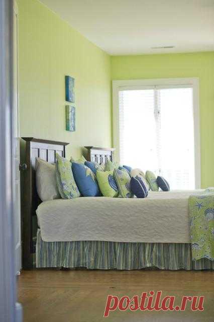 Куча подушек на кровати: За и Против