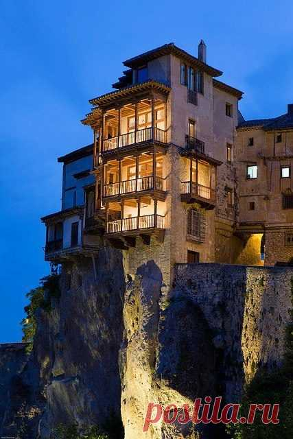 Дом на скале. Касас Колгадас, Испания