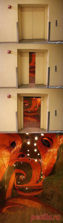 Wooow - Эффект! в одном из самых обычных Нью-Йоркских лифтов, самой обычной многоэтажки. Да, это не призыв к действию.
