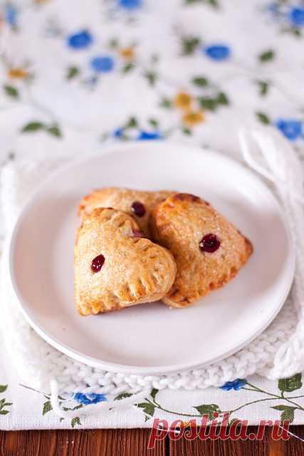 Пирожки с вишней и сливочным сыром.  Уютные, домашние и конечно же сказочно вкусные!