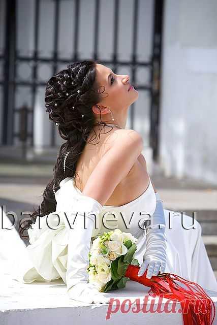 Милые девушки, День свадьбы - один из самых волнующих и запоминающихся моментов в жизни! Надеюсь, что все Ваши мечты, связанные с этим событием, обязательно осуществятся. Желаю Вам быть самыми красивыми и счастливыми в этот день!