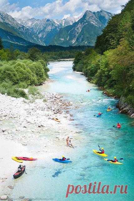 Её называют «Изумрудной красавицей» из-за необычного, изумрудного оттенка воды. Река Соча - одна из наиболее известных и любимых рек спортсменов-водников. Словения