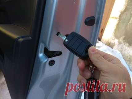 Как безопасно открыть авто, когда сел аккумулятор на примере разных автомобилей