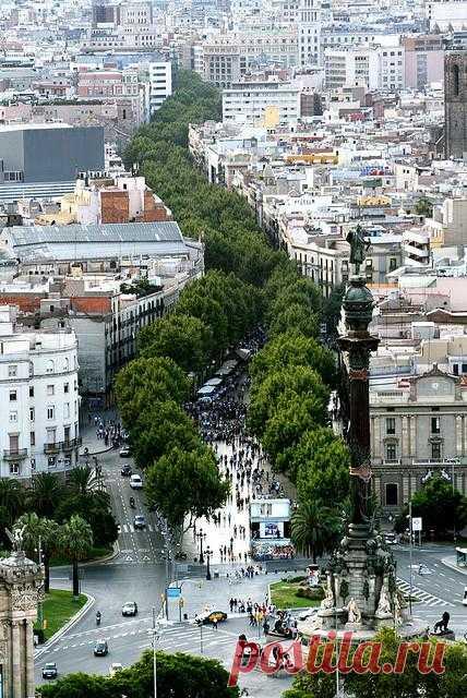 Las Ramblas — пешеходная улица в центре Барселоны, Испания