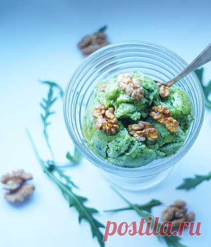 Зеленое мороженое с руколой и авокадо. (Рецепт по клику на картинку).