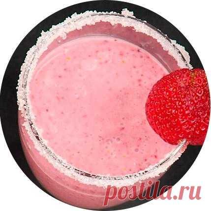 Смузи из клубники! Смузи (англ.  smoothie — «однородный, мягкий, гладкий, приятный») — густой напиток в виде смешанных в блендере или миксере ягод или фруктов (обычно одного вида) с добавлением кусочков льда, сока или молока.