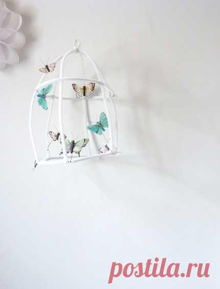 Декорирование придуманными бабочками.
