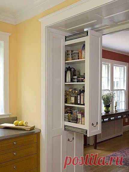Выдвижной шкаф в стене - очень практичная и удобная выдумка дизайнеров интерьеров. Нужно быть осторожными с его нагрузкой!