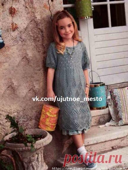 Платье для девочки спицами с ажурными узорами.
