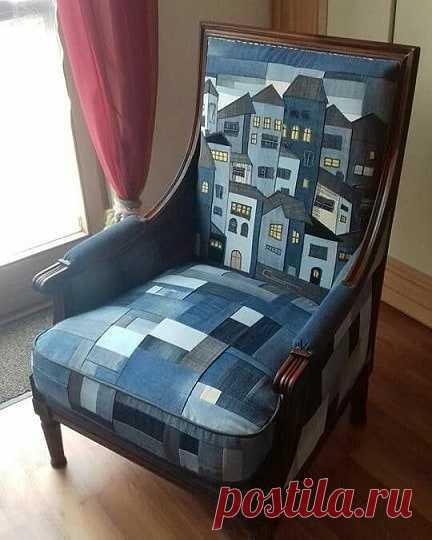 Кресло великолепное! Но, мне лично понравилась идея городского пейзажика на спинке... Можно так и подушку диванную сделать и коврик детский и интересное панно (можно даже с силуэтами наших Питерских достопримечательностей) ...