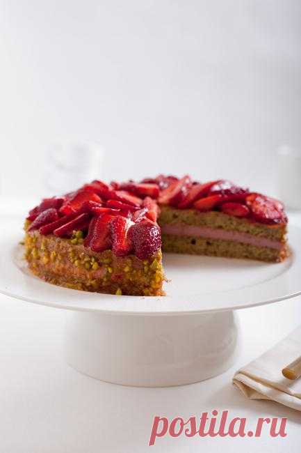 Life tastes great! - Торт с зеленым чаем и клубникой