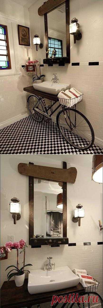 Велосипед в ванной! Встроенный под раковину, он - и необычный декор, и очень функциональный элемент.