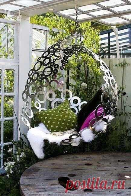 Красивые подвесные кресла в саду ~ Planetalsad