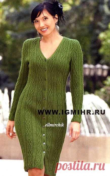 Элегантное зеленое платье на пуговицах.