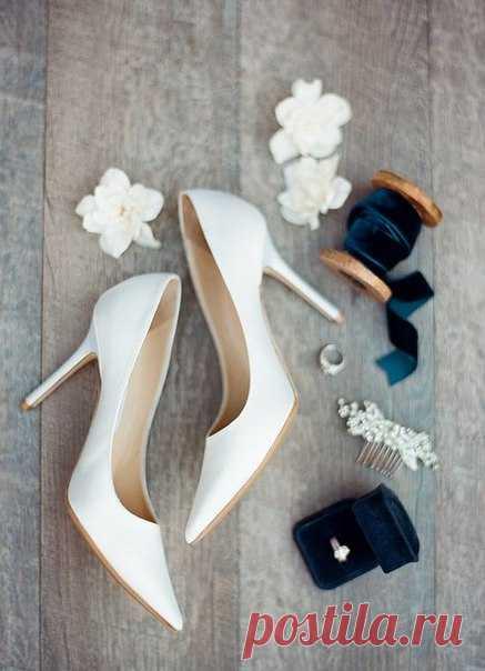 Классические лодочки или изящные босоножки? 💖 Невесты, какой вариант вам нравится больше? #weddywood_опрос