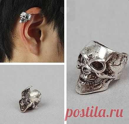 Небольшой кафф на боковую часть уха, в виде черепа. Не требует прокола уха, имитирует пирсинг.