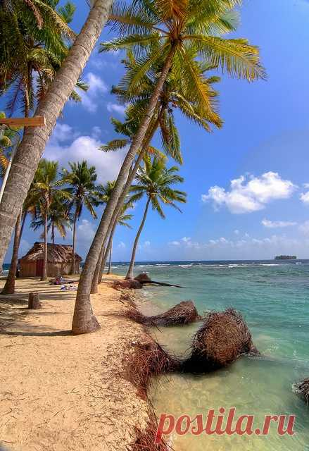 Sometimes there is a wish to go far away, to the desert island. Komark Kuhn Yal, Panama