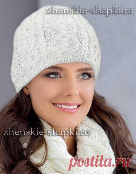 белая вязаная шапка с косами схема вязания спицами шапочки