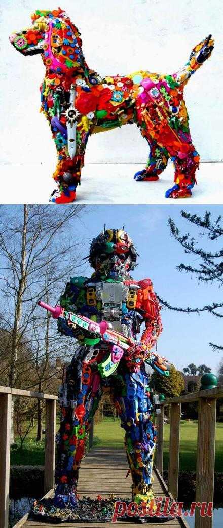 Скульптуры из детских игрушек от Robert Bradford