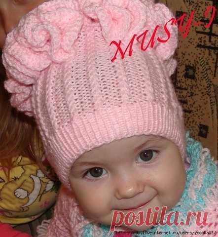 Симпатичная шапочка для девочки с рюшами  Материалы: пряжа
