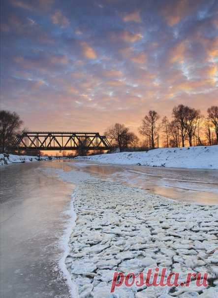 Весна хоть кого с ума сведет. Лёд и тот тронулся...  © Эмиль Кроткий