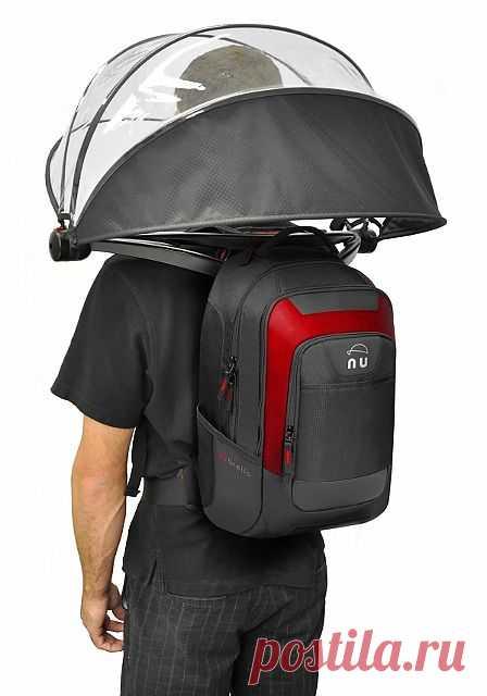 Хэндс фри зонт Nubrella выглядит экстравагантно. Зато с ним руки остаются свободными и можно отвечать на вызов телефона или ехать на велосипеде не боясь разбушевавшейся стихии. Дизайнеры продумали несколько моделей Nubrella. Самая простая обойдется в сумму от $50.