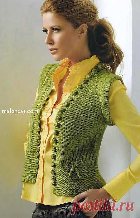 Зеленый вязаный жилет спицами | Вяжем с Ланой