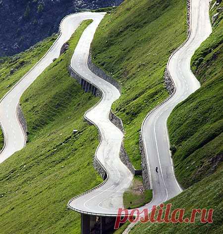 а вы бы прокатились по такой дороге?