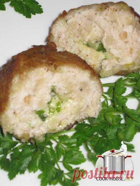 Котлеты из куриного филе в картофельной шелухе.