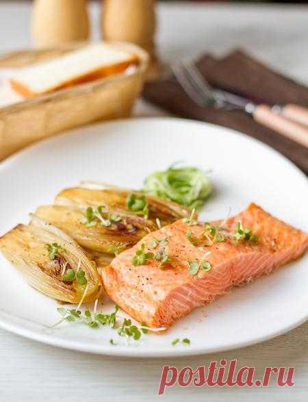 Пошаговый фото-рецепт лосося, копченного на зеленом чае с гарниром из цикория.