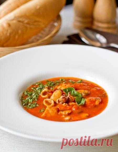 Пошаговый фото-рецепт томатного супа с ассорти из морепродуктов.