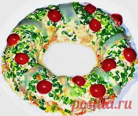 Салат Рождественский венок с тунцом и овощами - Kulinarnyj-Recept.��