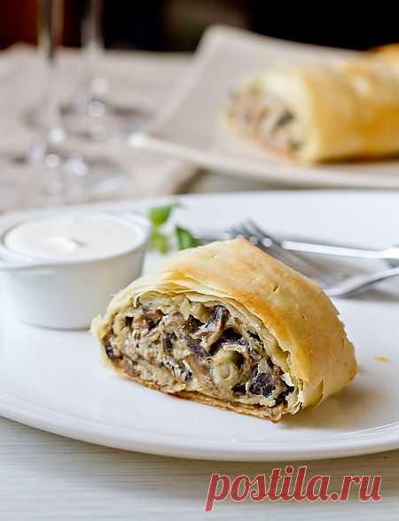 Закусочный штрудель с грибами и сыром | Вкусный блог - рецепты под настроение.