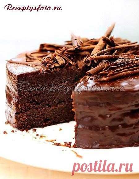 Шоколадный торт праздничный.