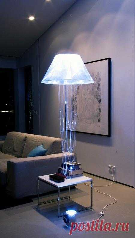 The soaring lamp, the sparkling jellyfish, a romantic floor lamp... in total not that. Generally, it is very difficult to describe words this unusual illuminant - better to watch a photo.