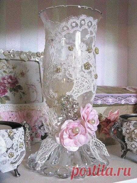 Всё в ажуре. Замечательные идеи и практические советы.  Утонченное преломление света сквозь ажур кружевного рисунка - потрясающе романтичный, невероятно женственный прием. Вы словно одеваете на подсвечник вечернее платье, приглушая яркость и усиливая таинственность.