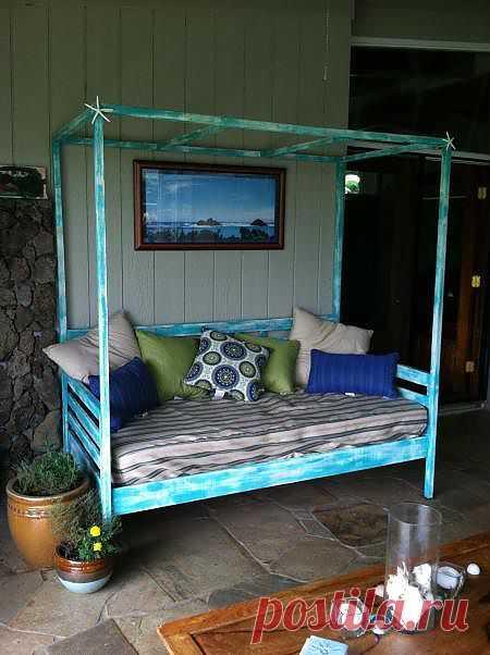 Как вам такой диванчик в сад от Анны Вайт?