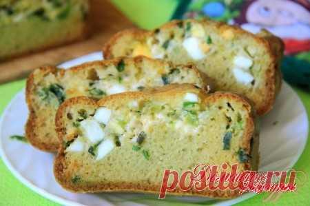 Наливной пирог с яйцами, зеленым луком и сыром