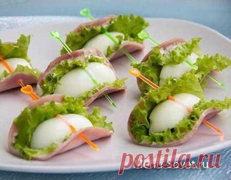 Праздничная закуска из ветчины с яйцом